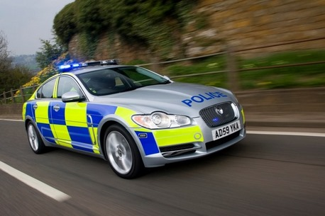 2010_jaguar_xf-cop-car_actf34_ns_42810_815