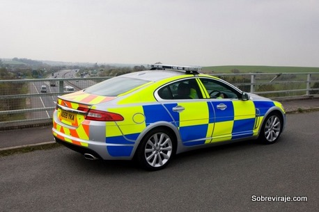 2010_jaguar_xf-cop-car_r34_ns_42810_815
